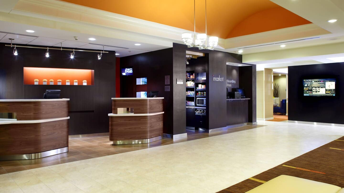 Courtyard by Marriott Altoona desk