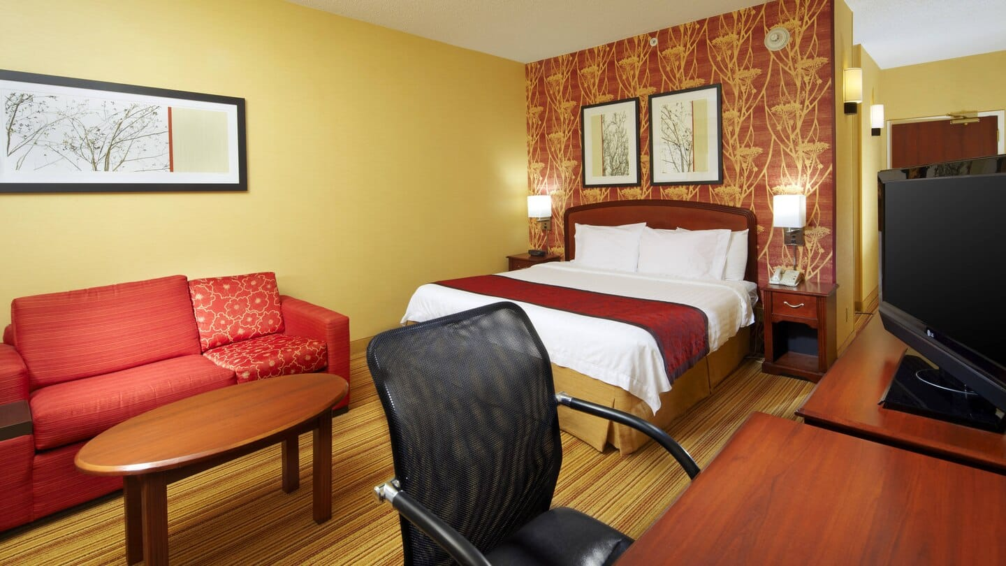 Courtyard by Marriott Altoona guestroom