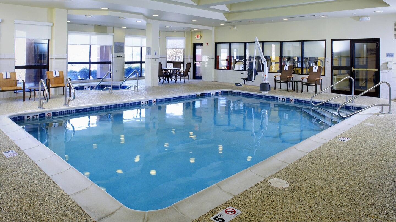 Courtyard by Marriott Altoona pool