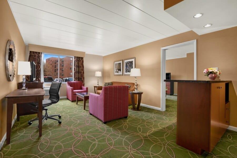 VRX-suite-111-living-room-142