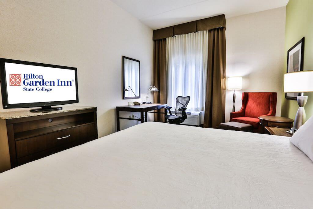 ... Hilton Room With Logo ...